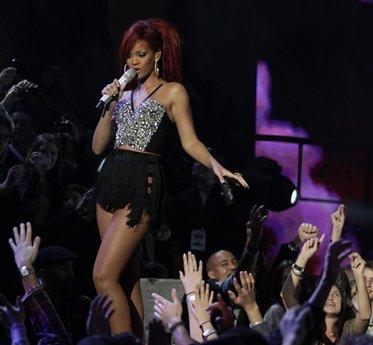 Rihanna biểu diễn