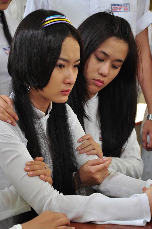 Ngắm nữ sinh Phương Trinh áo trắng tóc dài duyên dáng
