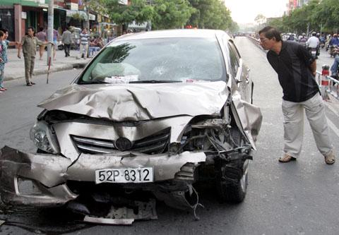 Xe gây tai nạn hàng loạt. Ảnh: An Nhơn.