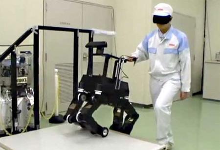 Chó robot đang được thử nghiệm dẫn đường. Ảnh: Discovery news.