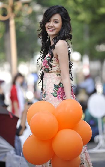 Ngoài đóng phim, Mi Du còn tham gia kinh doanh thời trang, làm mẫu ảnh, mẫu clip...