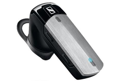 Nhờ có công nghệ VoiceMax được phát triển bởi sự hợp tác giữa các chuyên gia về âm thanh của Sennheiser và các chuyên gia về thính giác của con người từ Viện Oticon (Đức), tính năng nổi bật của Sennheiser VMX 200 là ở khả năng loại bỏ tiếng ồn cực nhờ một phần mềm tích hợp bên trong tai nghe, khiến lời bạn nói được chuyển một cách rõ ràng nhất đến người nghe dù ở nơi ồn ào. Tiếp đến là khả năng kết nối đa phương tiện của Sennheiser VMX 200. Cùng lúc VMX 200 có thể kết nối đến 2 thiết bị cùng lúc như là 2 điện thoại hoặc kết nối đồng thời điện thoại và máy tính.