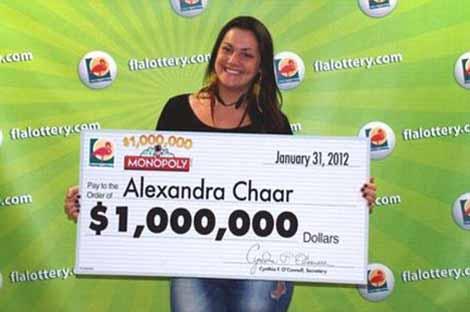 Cô gái trẻ nhận giải thưởng một triệu USD. Ảnh: Guardian.co.uk