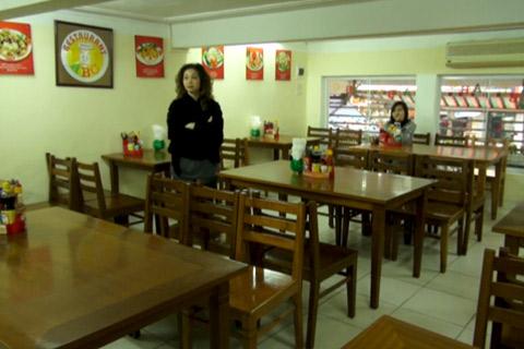 Bà Ngọc, chủ quán cơm trên phố Hàng Bài (Hà Nội)