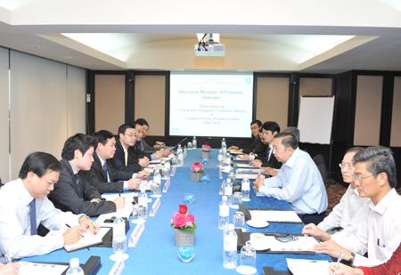 Bộ trưởng Tài chính Vương Đình Huệ trong buổi làm việc với Tote Board. Ảnh: MOF