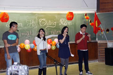 Buổi gặp mặt có khoảng 120 sinh viên, nghiên cứu sinh Việt Nam tại thành phố Lyon đến tham dự. Ngoài ra còn có đại điện của Chi hội Rhône - Hội nguời Việt Nam tại Pháp (UGVR) có mặt trong đêm Trung Thu